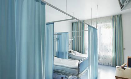 Nên hay không việc lắp đặt rèm bệnh viện cho cơ sở y tế